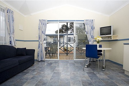Crestview Top Tourist Park - Accommodation VIC