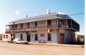 Grand Junction Hotel - Accommodation VIC