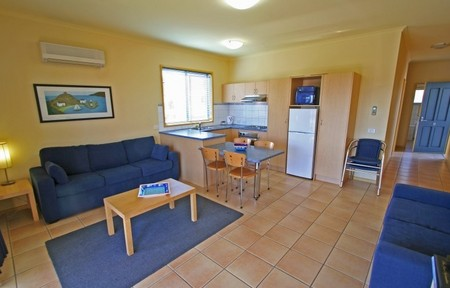 Seaview Motel & Apartments - Accommodation VIC