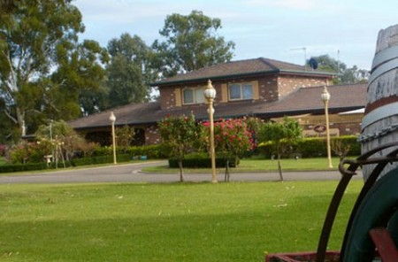 Carriage House Motor Inn - Accommodation VIC