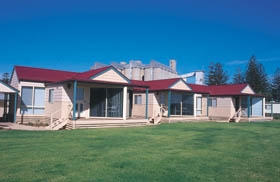The Mac's Beachfront Villas - Accommodation VIC