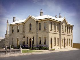 The Customs House - Accommodation VIC