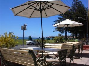 Anchorage at Victor Harbor Seafront Hotel - Accommodation VIC