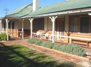 Gundagai Historic Cottages Bed and Breakfast - Accommodation VIC
