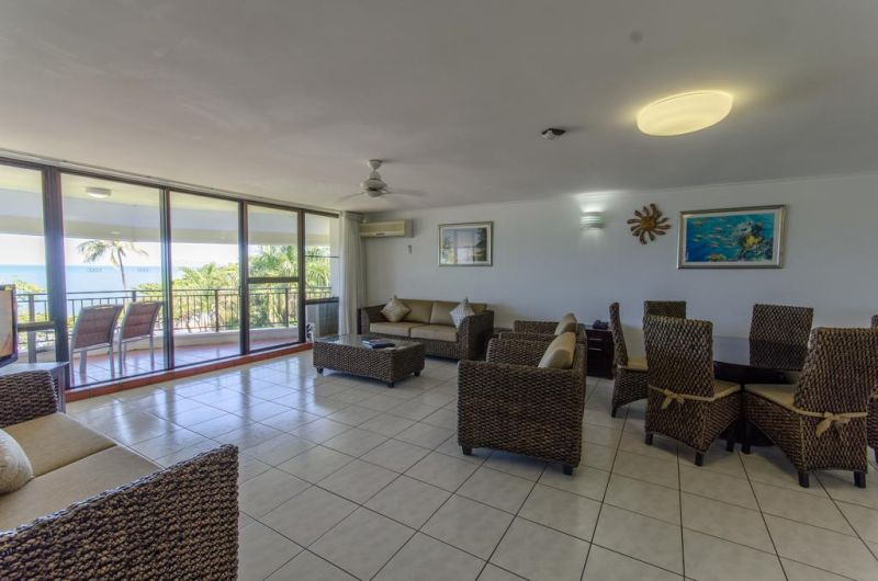 Roydon Beachfront Holiday Apartments - Accommodation VIC