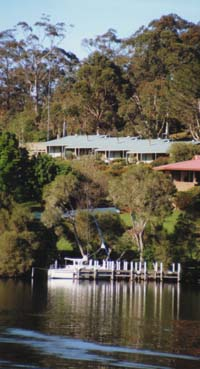 Gipsy Point Luxury Lakeside Apartments - Accommodation VIC