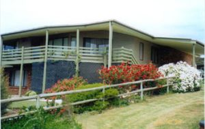 Currawong Holiday Home - Accommodation VIC