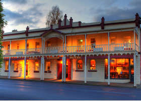 Royal George Hotel - Accommodation VIC
