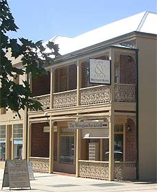 Cobb  Co Court Boutique Hotel - Accommodation VIC