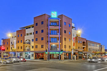 Quality Suites Boulevard On Beaumont - Accommodation VIC