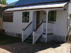 A Pine Cottage - Accommodation VIC