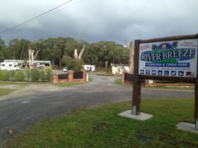 Riverbreeze Caravan  Cabin Park - Accommodation VIC
