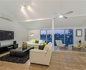 Kurrawa Cove At Vogue Holiday Homes - Accommodation VIC