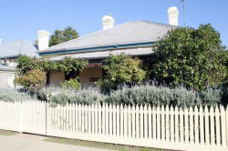 Florennes Heritage Cottage - Accommodation VIC