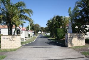 Sarina Palms Caravan Village - Accommodation VIC