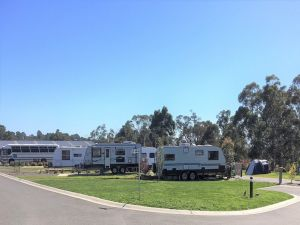 Lilydale Pine Hill Caravan Park - Accommodation VIC