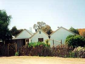 Miners Cottage And Garden - Accommodation VIC