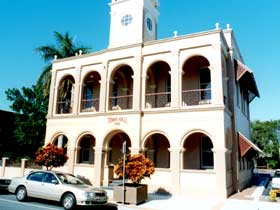 Mackay Town Hall - Accommodation VIC