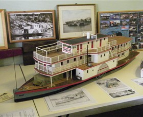 Wentworth Model Paddlesteamer Display - Accommodation VIC