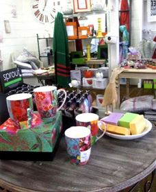 The Famous Tinonee Cafe and Gift Shop - Accommodation VIC