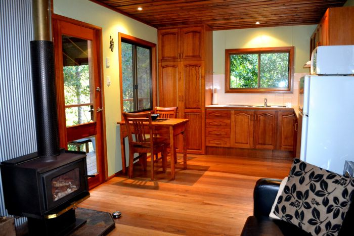 Waterfall Hideout-Rainforest Cabin for Couples - Accommodation VIC