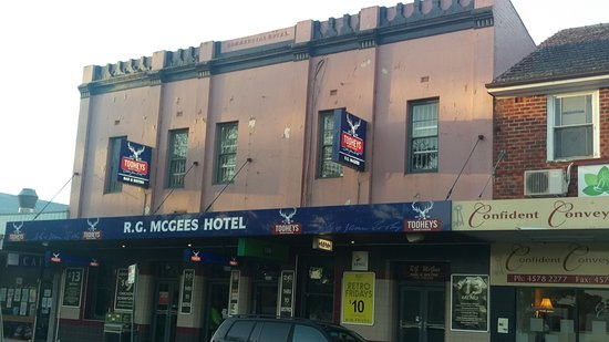 R. G. McGees Hotel - Accommodation VIC