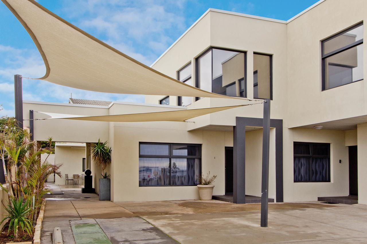 Atlantic West Beach Apartments - Accommodation VIC