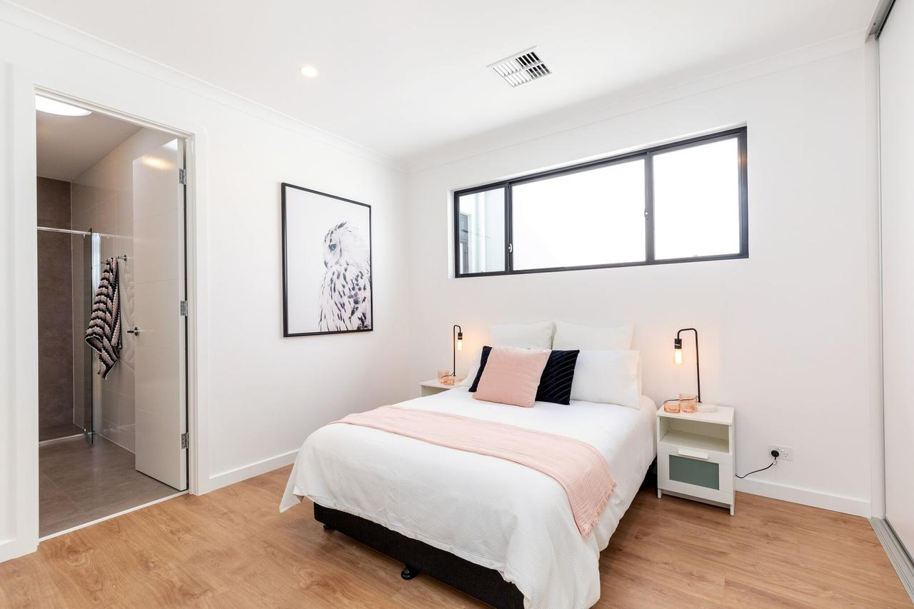 Brand new affordable luxury 3 bedroom 3 bathrooms house close to Adelaide city Chinatown beach Adelaide Airport - Accommodation VIC