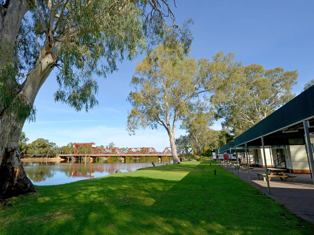 Riverbend Caravan Park Renmark - Accommodation VIC