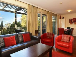 Villa Cypress located within Cypress Lakes - Accommodation VIC