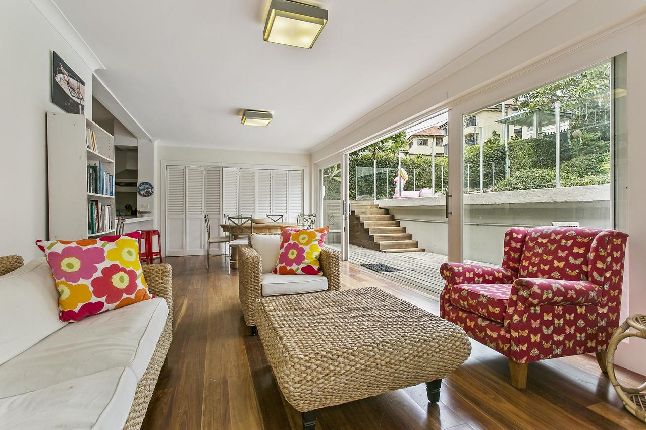 Summery spacious 4 bed home in Kurraba Point - Accommodation VIC