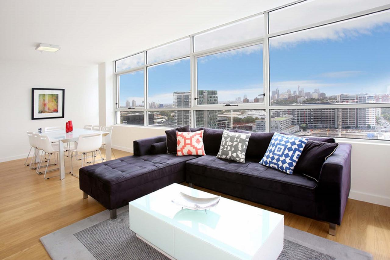 Gadigal Groove - Modern and Bright 3BR Executive Apartment in Zetland with Views - Accommodation VIC