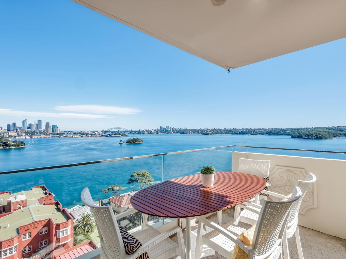 Panoramic harbour views and unbeatable comfort - Accommodation VIC