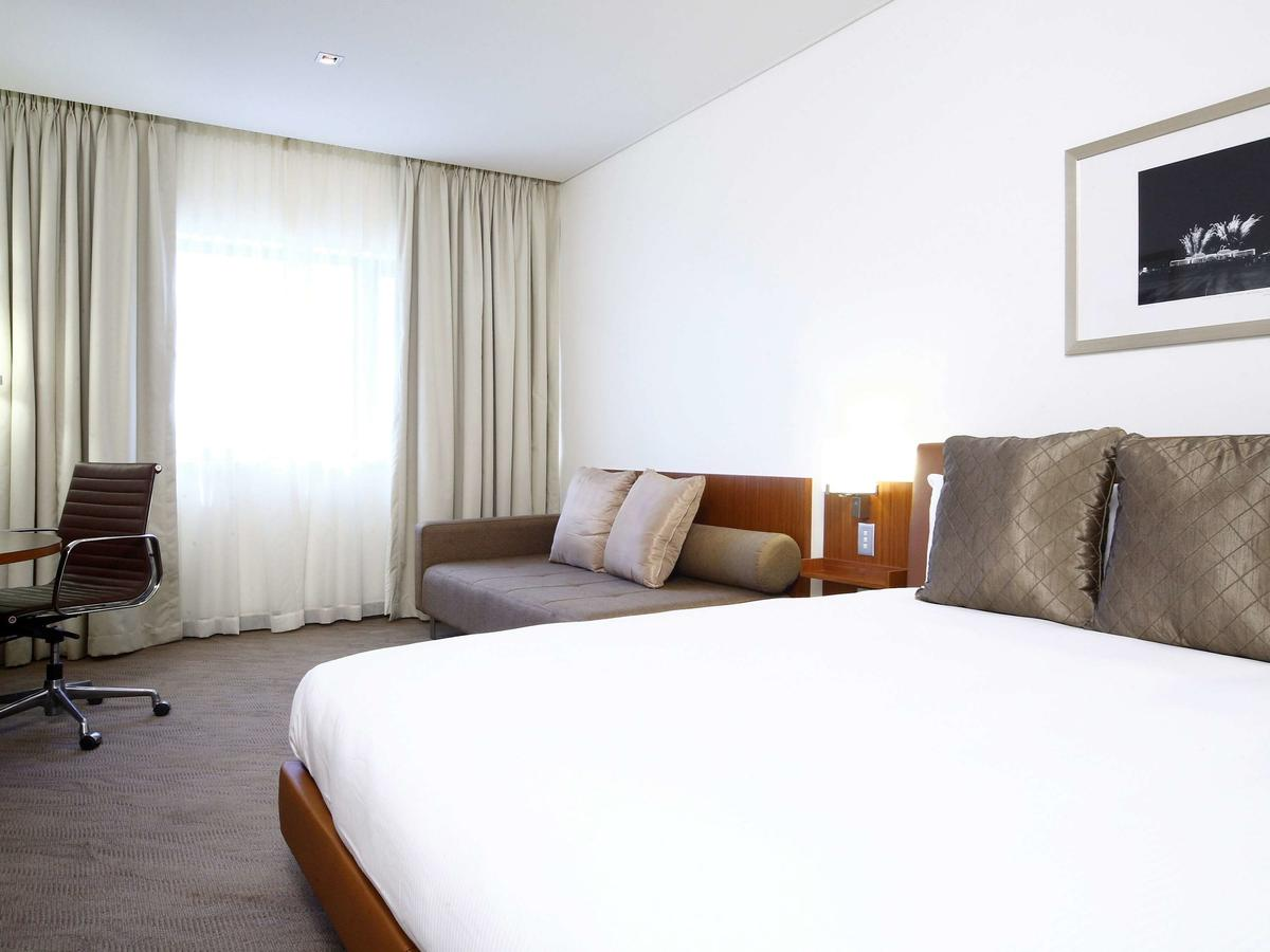 Novotel Canberra - Accommodation VIC