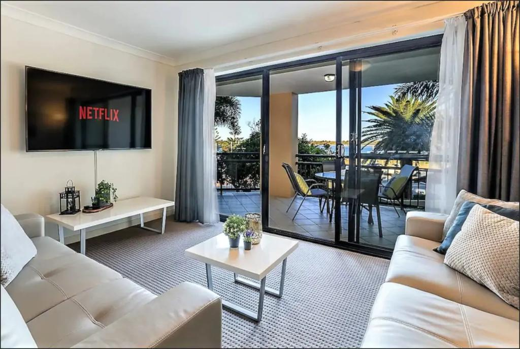 Gold Coast Apartment At Sandcastles On Broadwater - Accommodation VIC
