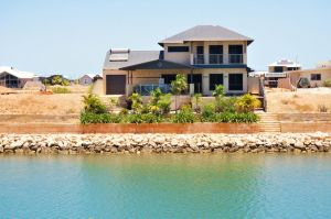 27 Corella Court - Exquisite Marina Home With a Pool and Wi-Fi - Accommodation VIC