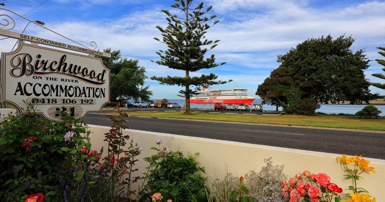 Birchwood Devonport self-contained self catering accommodation - Accommodation VIC