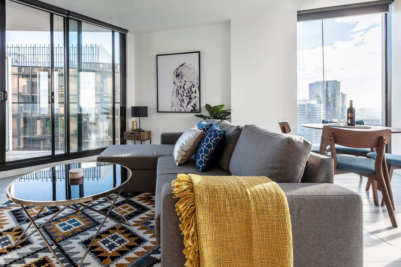 2Bedroom Apartment with Views in Docklands next to CBD  Marvel Stadium