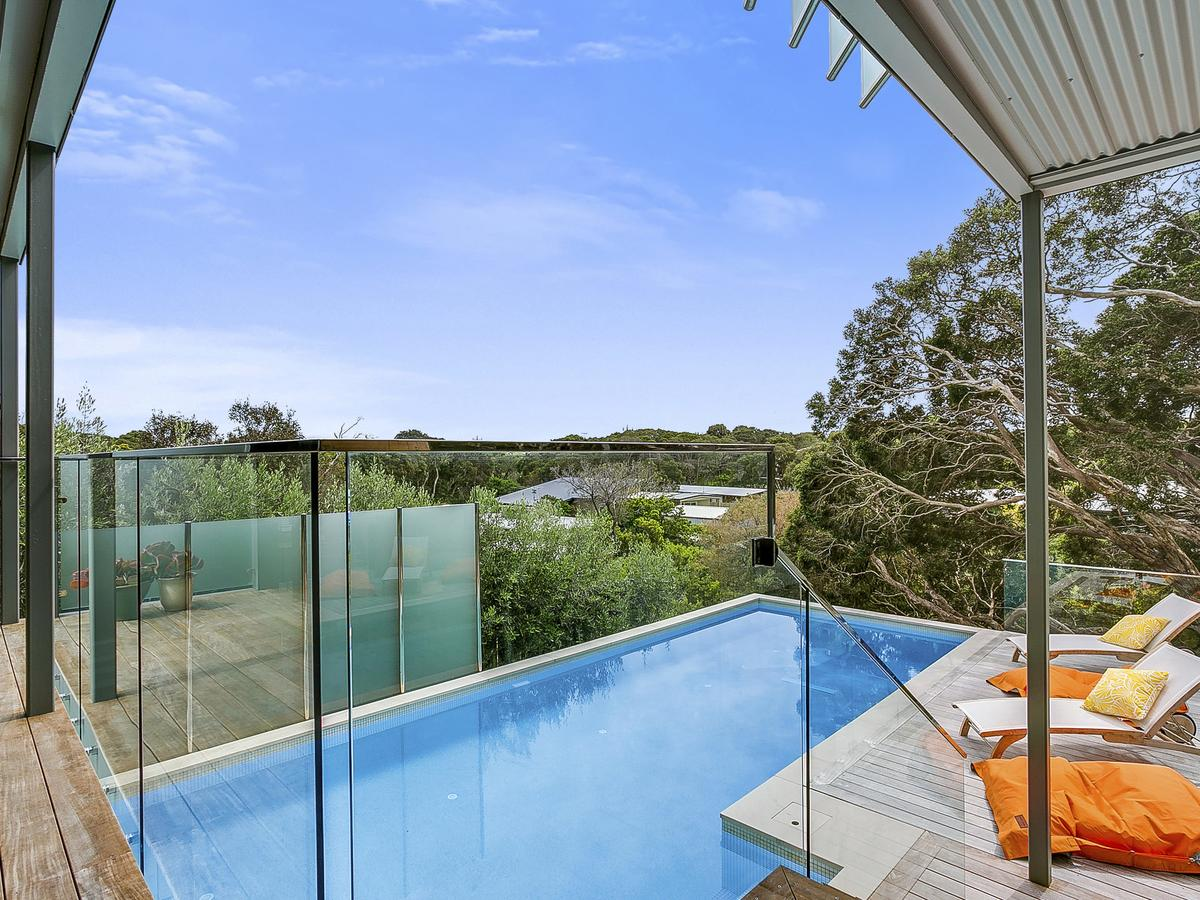 Lansdowne Villa - with swimming pool - Accommodation VIC