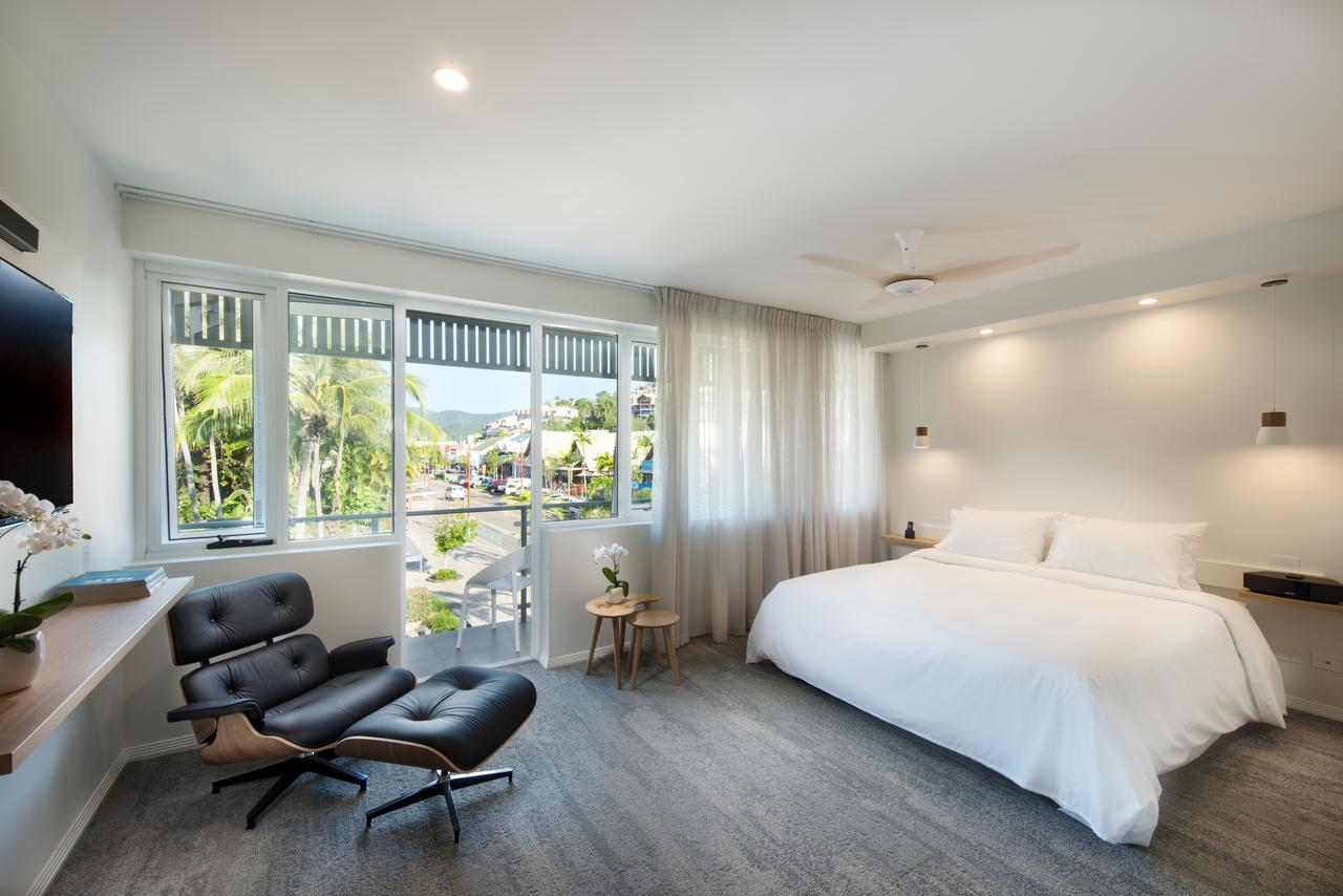 Heart Hotel and Gallery Whitsundays - Accommodation VIC