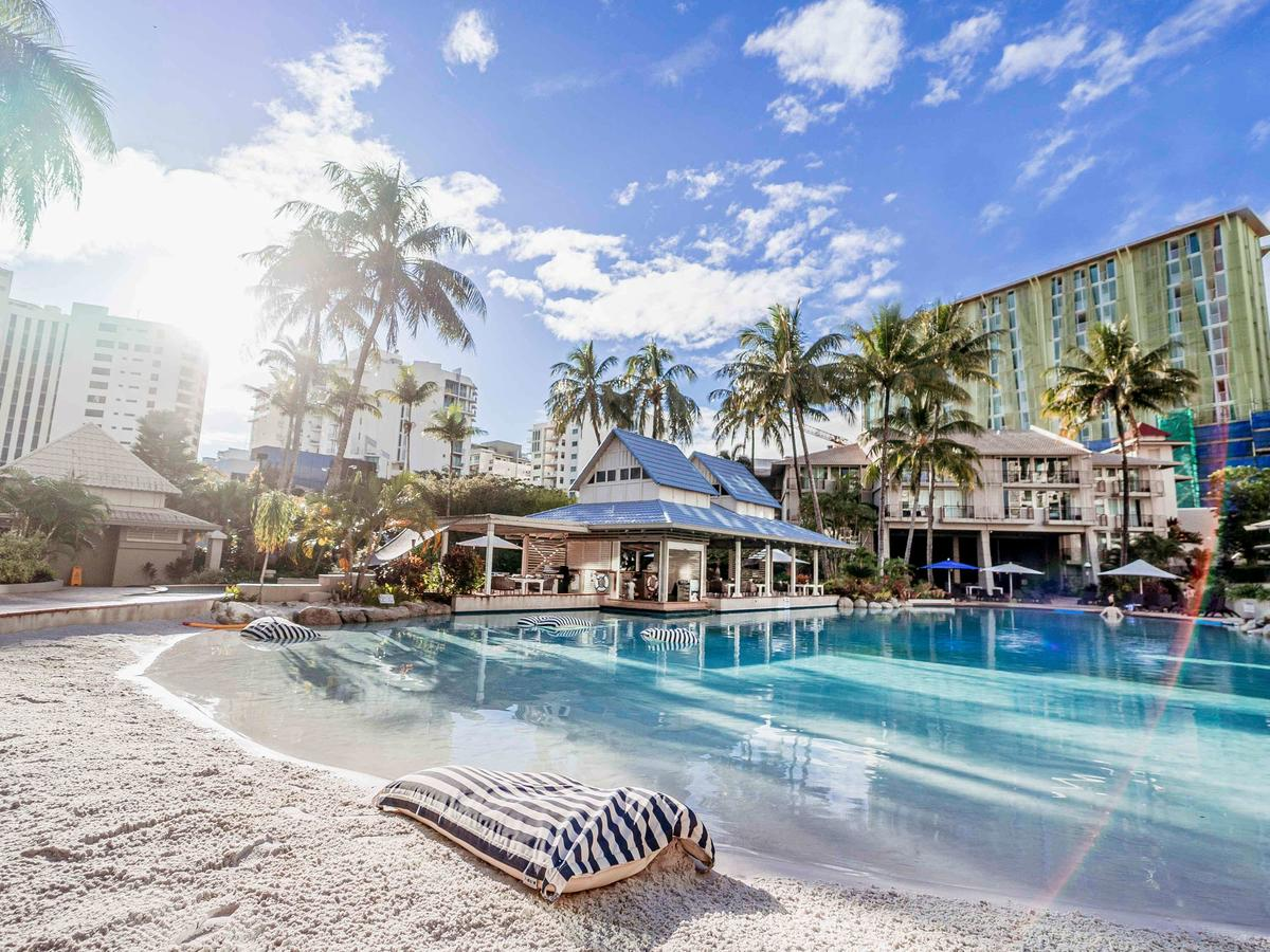Novotel Cairns Oasis Resort - Accommodation VIC