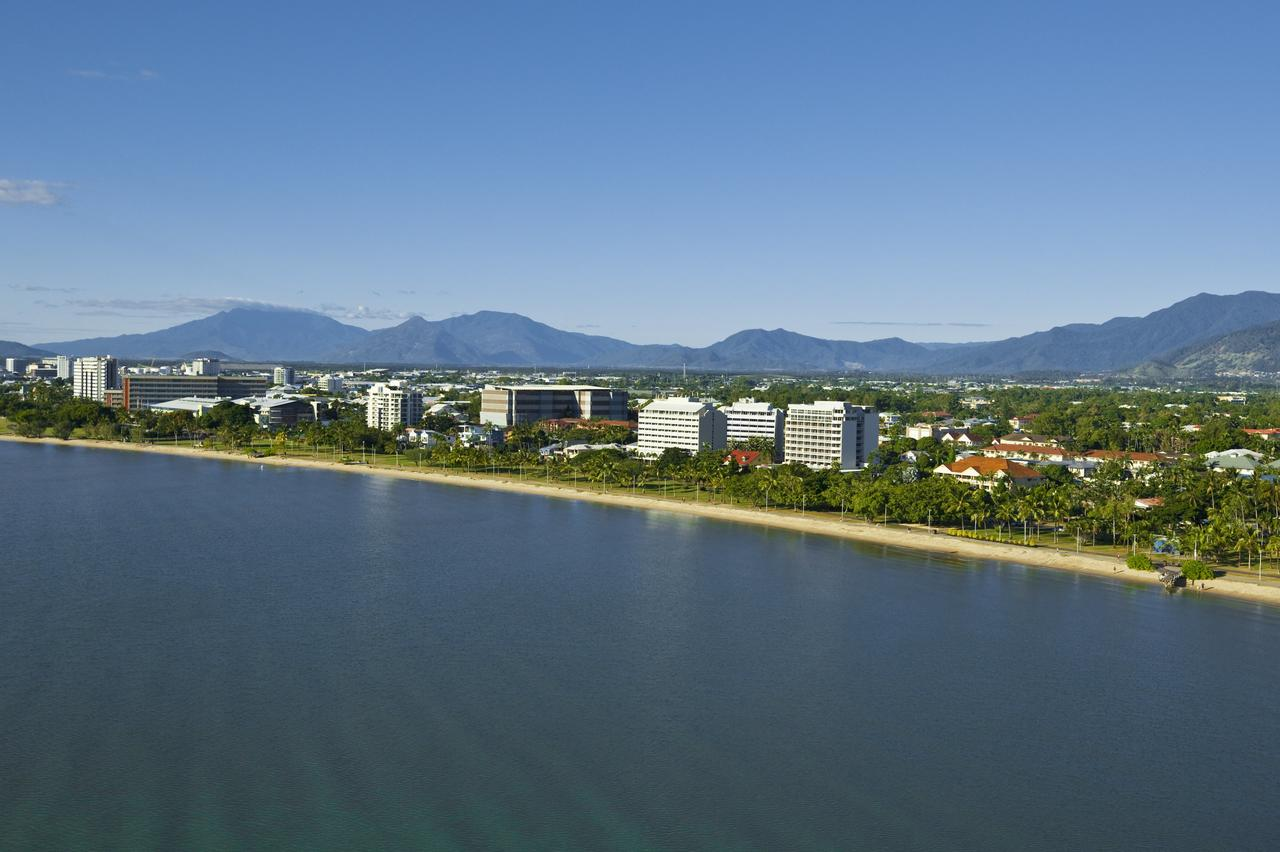 Holiday Inn Cairns Harbourside - Accommodation VIC